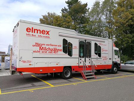 Elmex Bus vor dem Sozialdienst